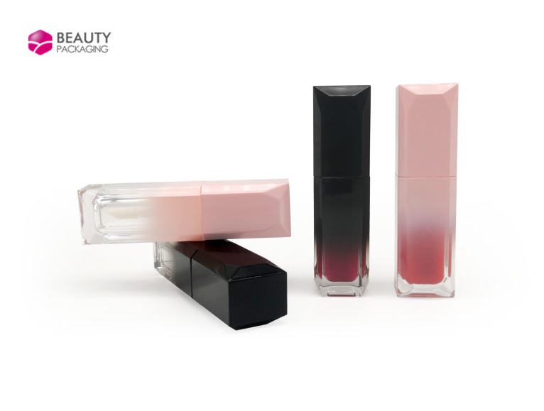 The difference between lipstick  and lip gloss